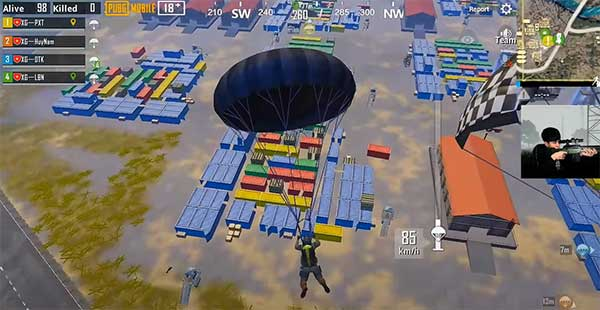 Parachute in a place where have a lot of items